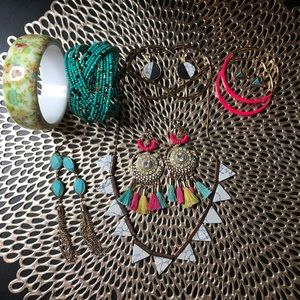 Jewelry - Costume and vintage necklace jewelry bundle